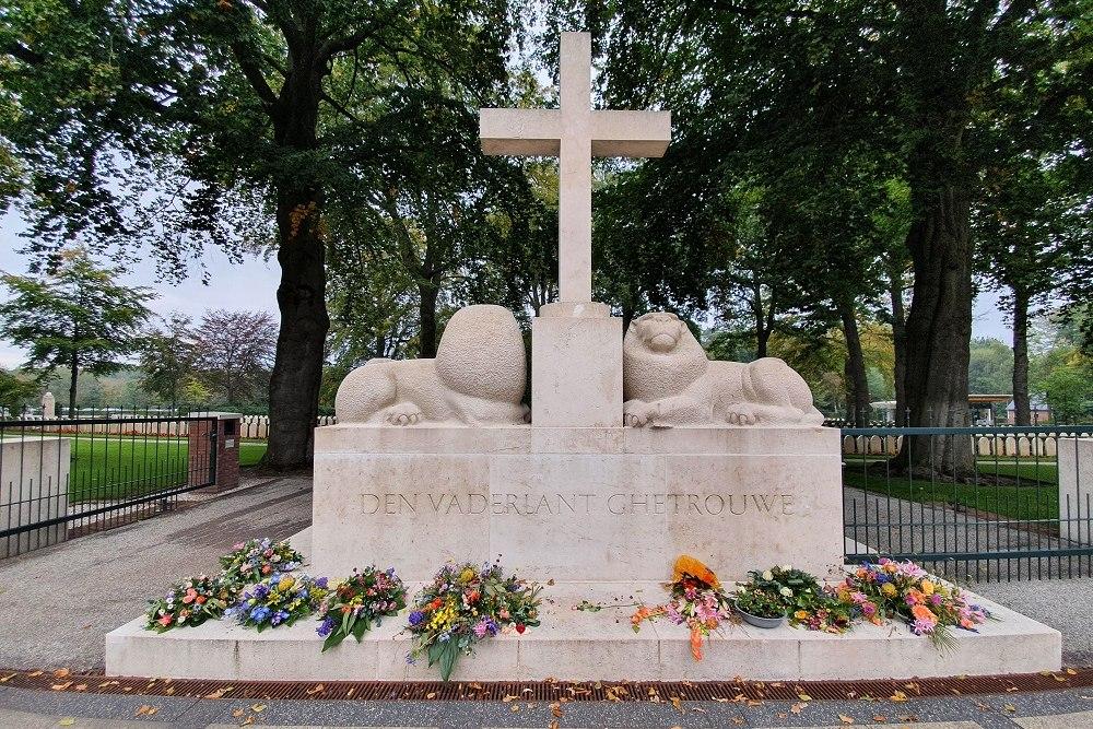 Leeuwenmonument Nederlands Militair Ereveld Grebbeberg