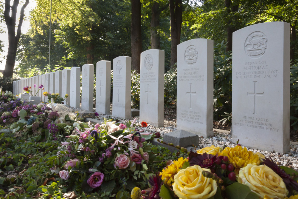 Commonwealth War Graves Ede