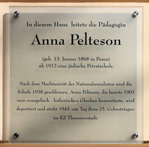 Plaquette Anna Pelteson