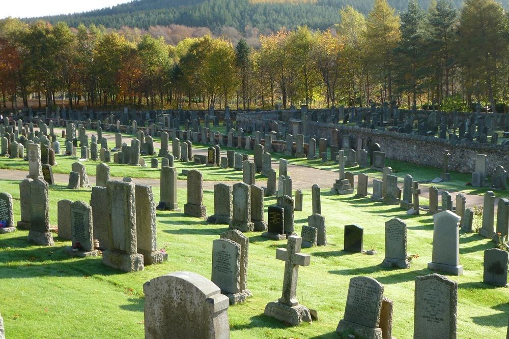 Commonwealth War Graves Banchory Ternan Parish Churchyard