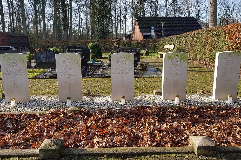 Commonwealth War Graves Roman Catholic Cemetery De Lutte
