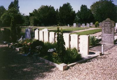 Oorlogsgraven van het Gemenebest Protestantse Kerkhof Wadenoijen