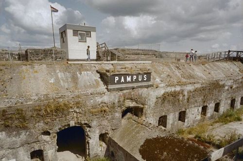 Fort Island Pampus