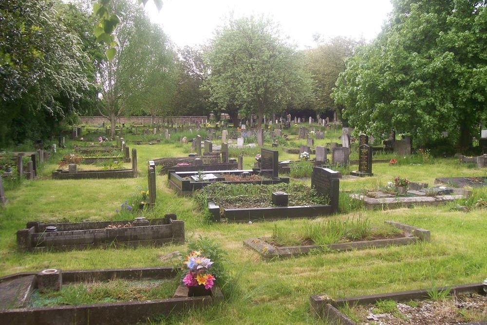 Commonwealth War Graves Aston-cum-Aughton Cemetery
