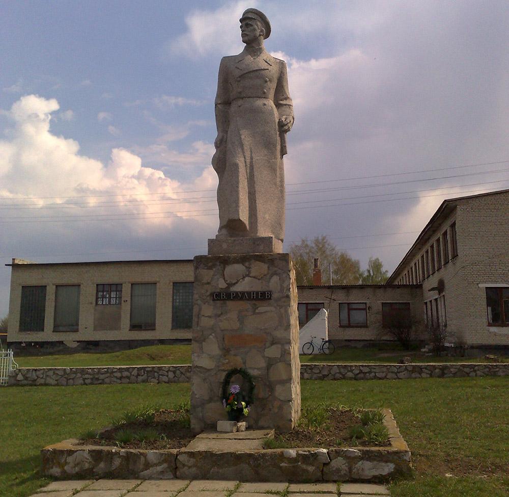 Monument Semyon Rudnev