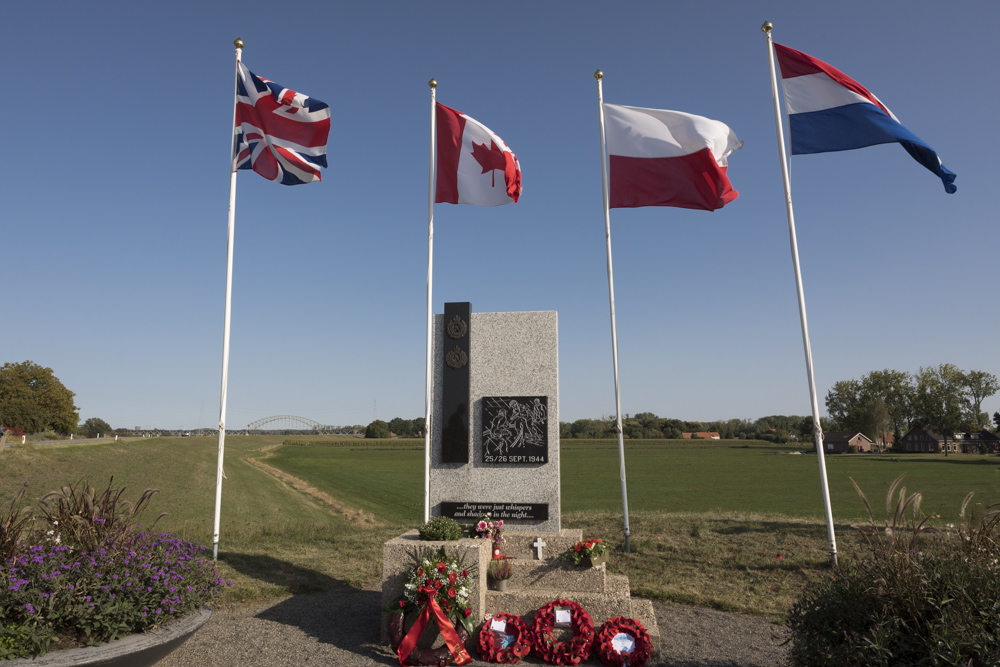 Monument Royal Engineers en Royal Canadian Engineers Driel
