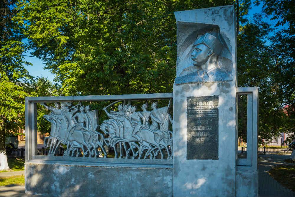 Monument Semyon Patolichev