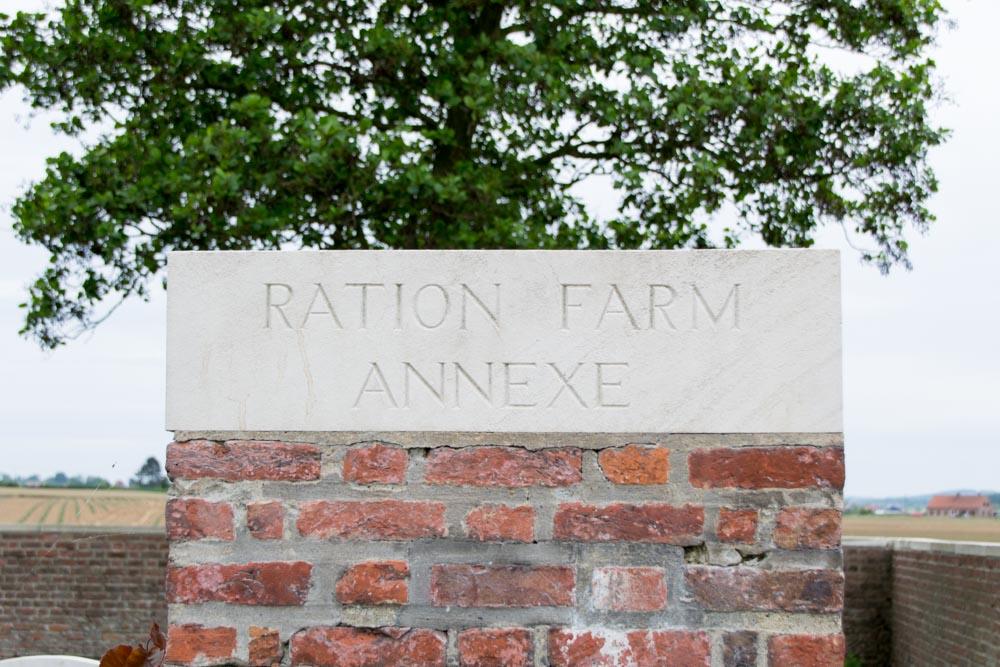 Oorlogsbegraafplaats van het Gemenebest Ration Farm (La Plus Douve) Annexe