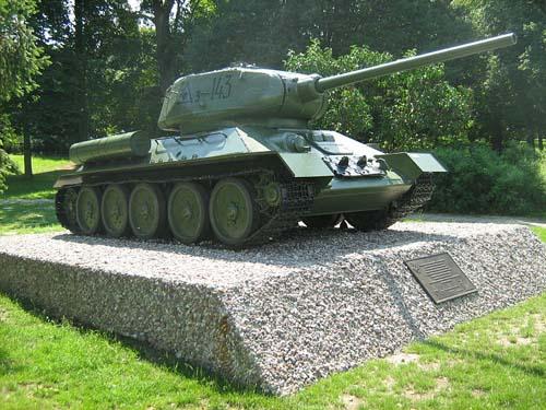 Mass Grave Soviet Soldiers & T-34/85 Tank Czarnków