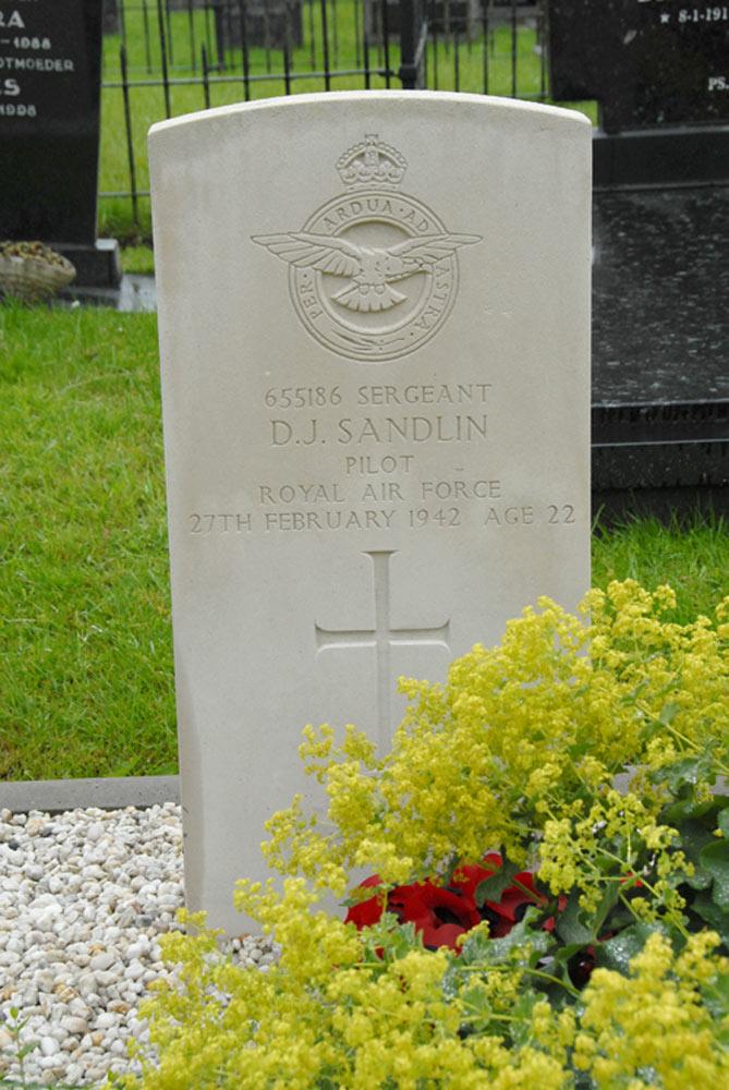Commonwealth War Graves Driesum Driesum Tracesofwar Com