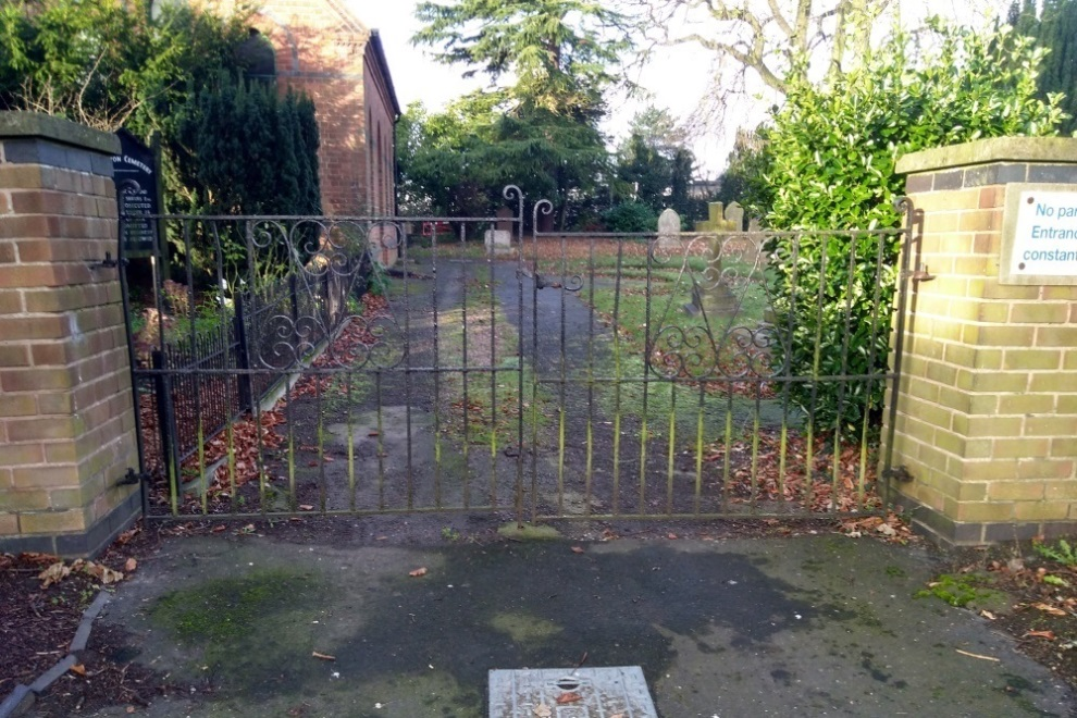 Commonwealth War Grave Calverton Cemetery