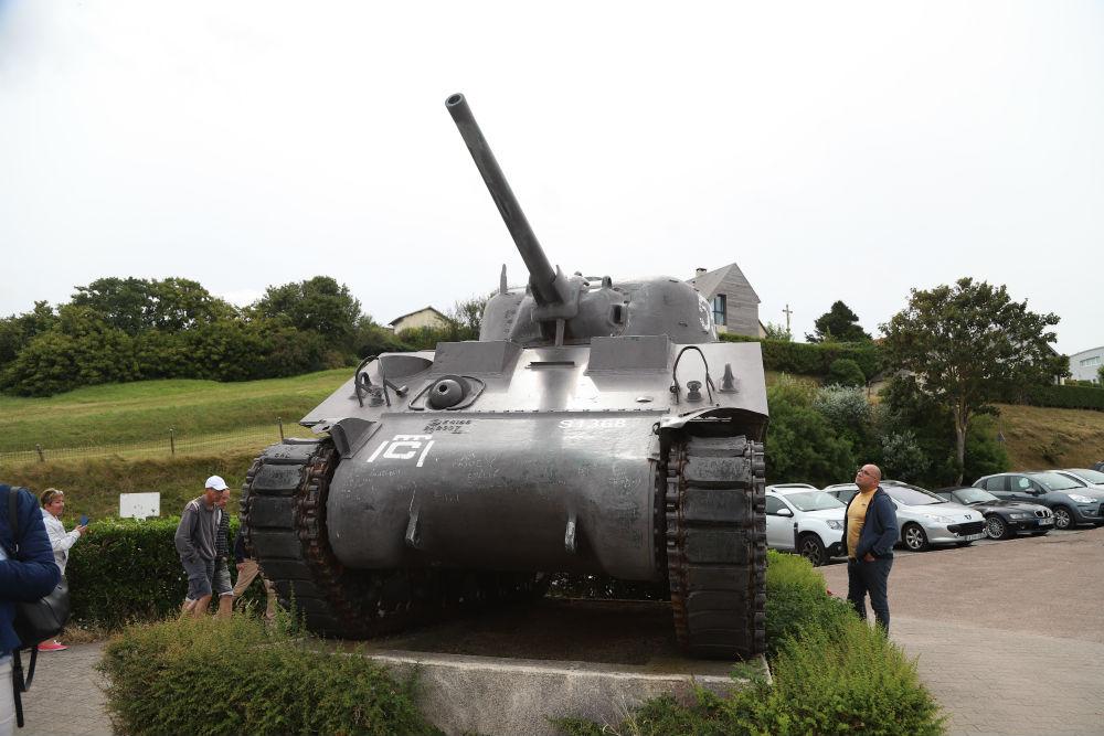 M4A2 Sherman Tank Arromanches-les-Bains