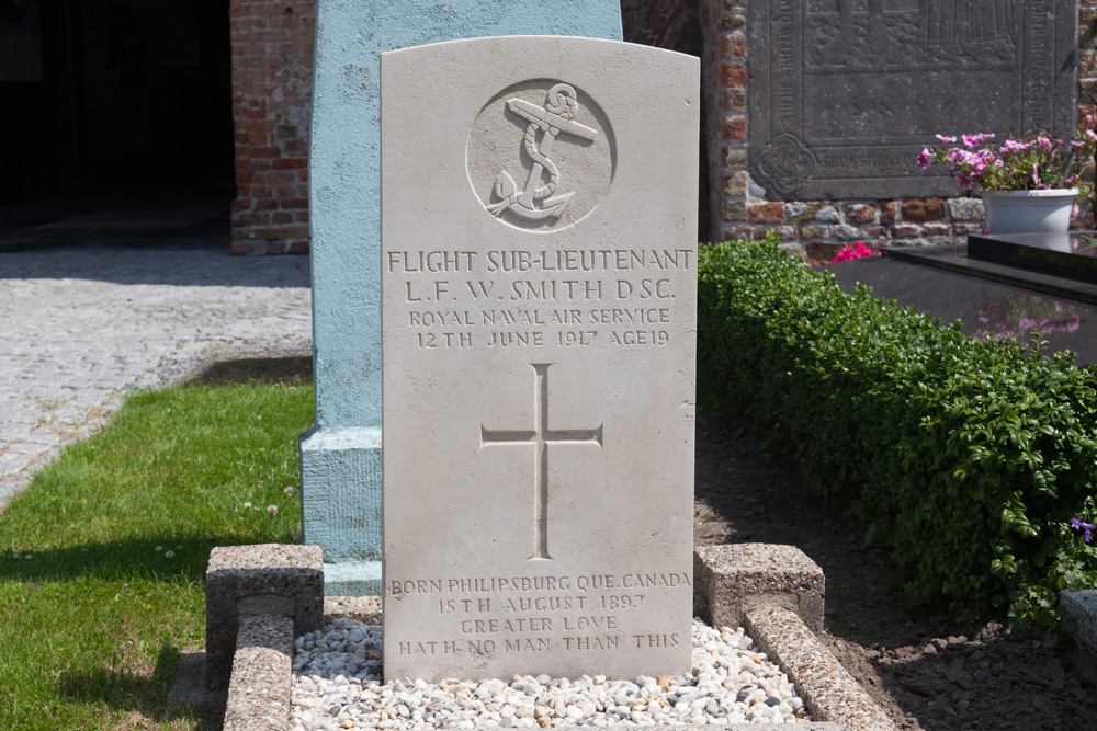 Commonwealth War Grave Houtave