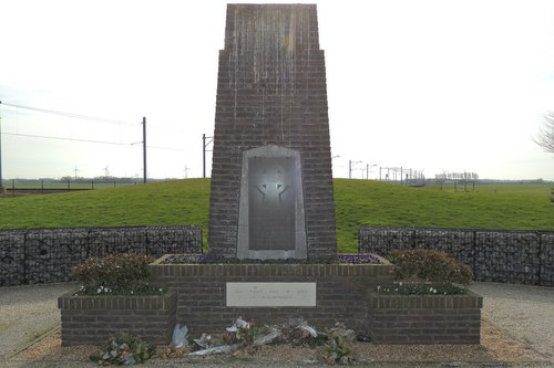 Frans Monument Gedenkplaats Sloedam 'The Causeway'