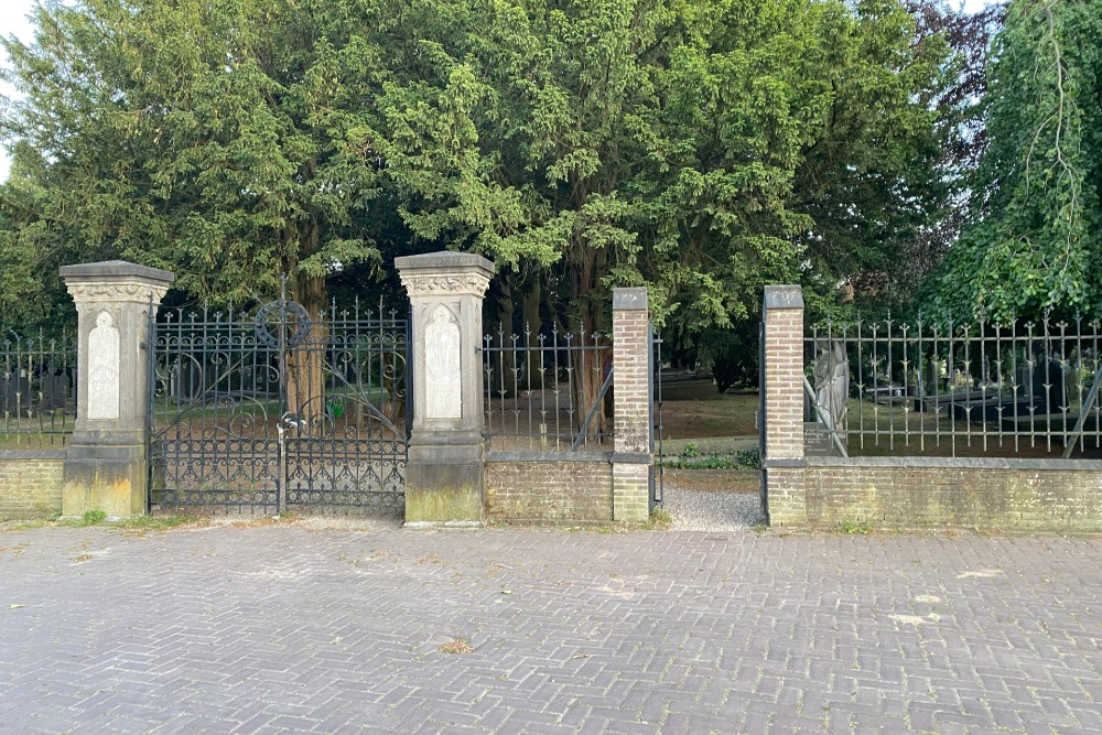 Monument Bombardementslachtoffers Klooster St.-Louis