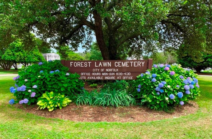 Oorlogsgraven van het Gemenebest Forest Lawn Cemetery