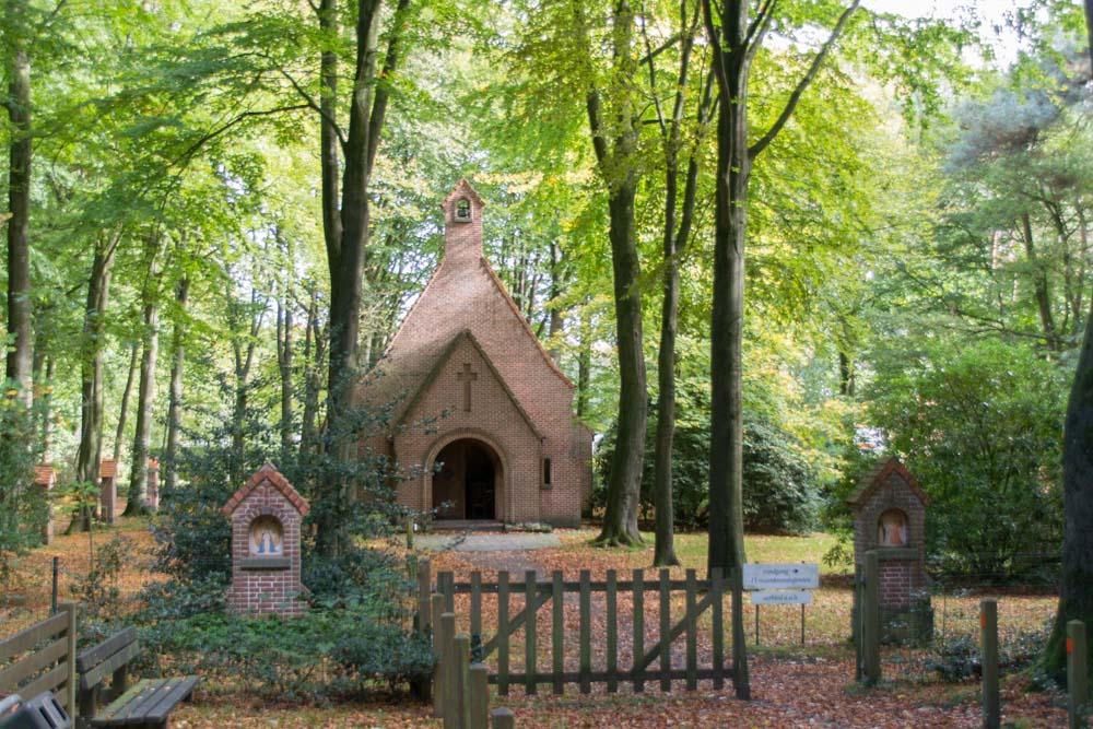 Kapel van Troost en Vrede en Lourdesgrot Kaprijke