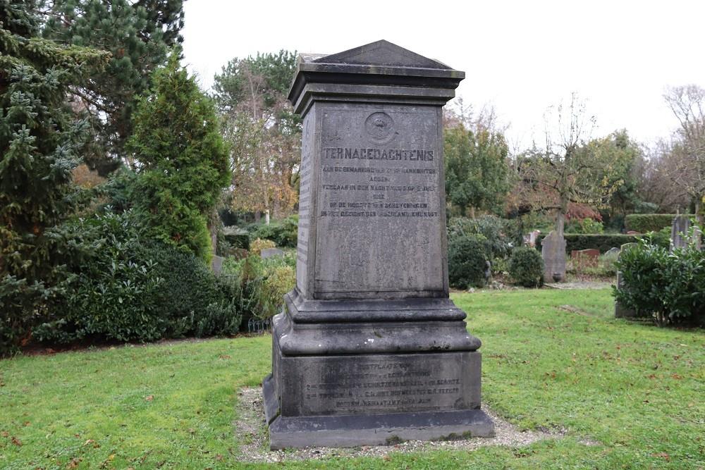 Graf Monument W.O.l Oude Algemene Begraafplaats Den Helder