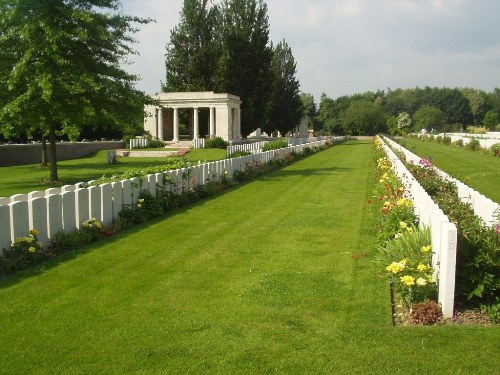 Commonwealth War Graves Bailleul Extension