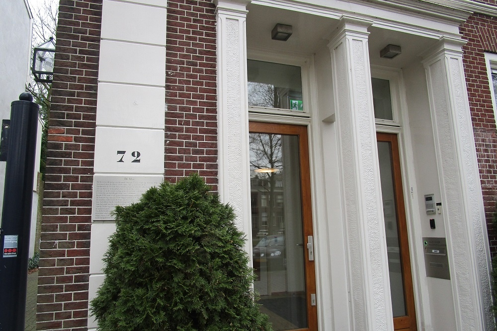 Plaque Residence Dr. Max