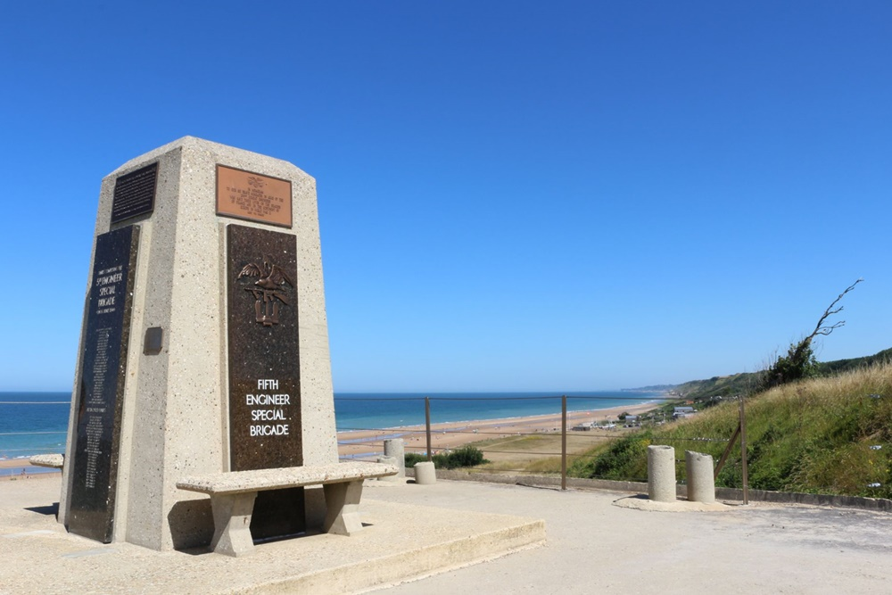 Monument 5th Engineer Special Brigade Omaha Beach