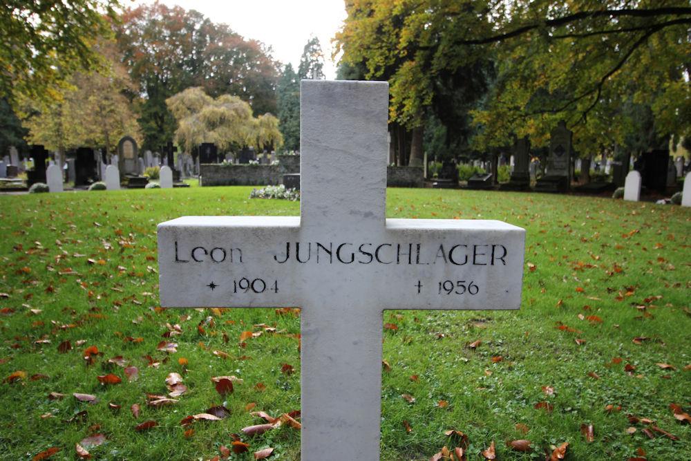 Graf Oorlogsveteraan Algemene Begraafplaats Maastricht