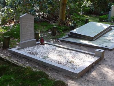 Commonwealth War Graves Communal Cemetery Zeist