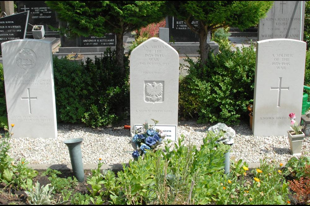 Oorlogsgraven van het Gemenebest Rooms Katholieke Kerkhof Veghel