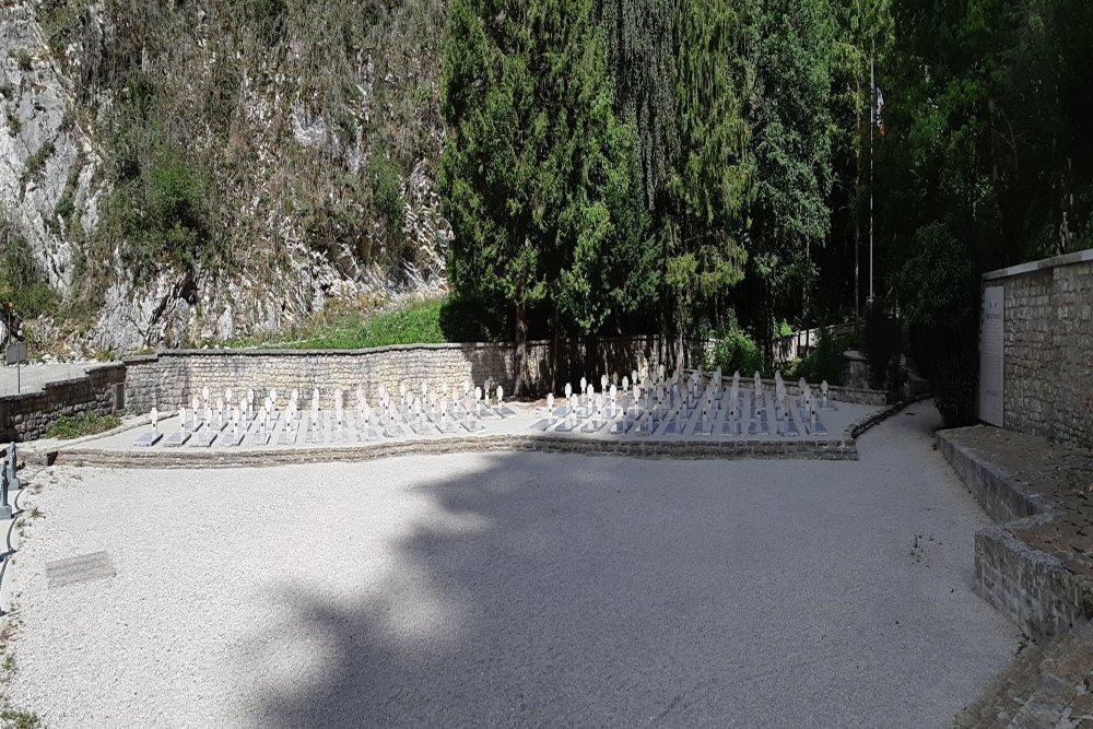 Franse Oorlogbegraafplaats Le Val d'Enfer