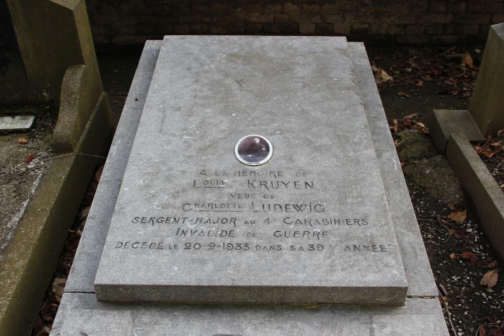 Graves War Veterans Cemetery Rhees Herstal