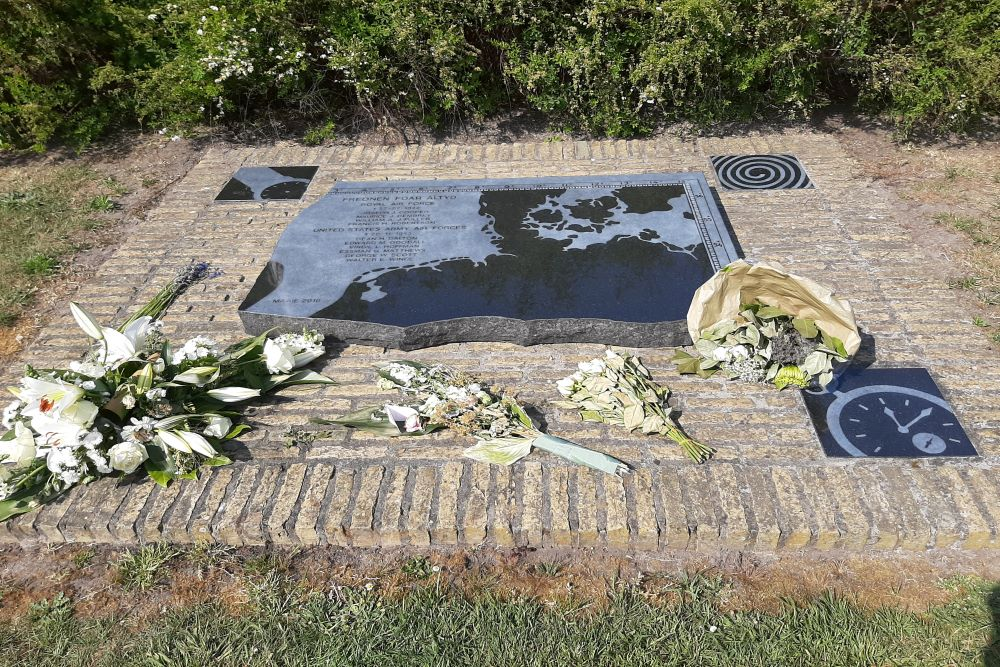 Monument Crashes Britse Lancaster en Amerikaanse B-24 Bommenwerper