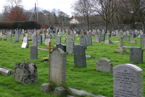 Commonwealth War Graves St Brannock Churchyard