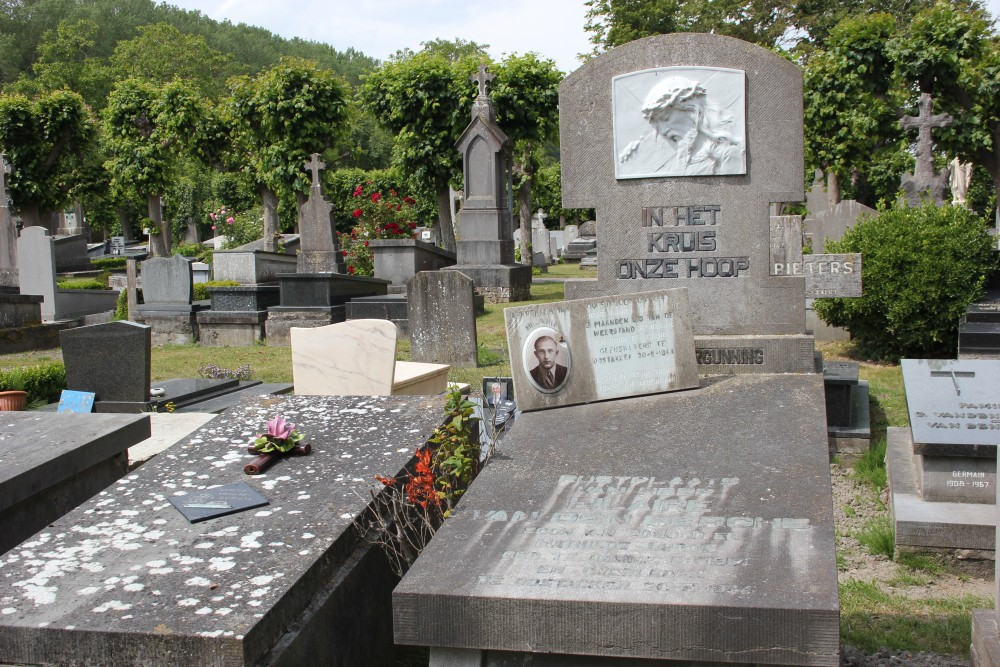 Graves Killed Resistance Fighters and Civilians Damme