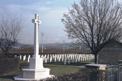 Commonwealth War Cemetery Meldola
