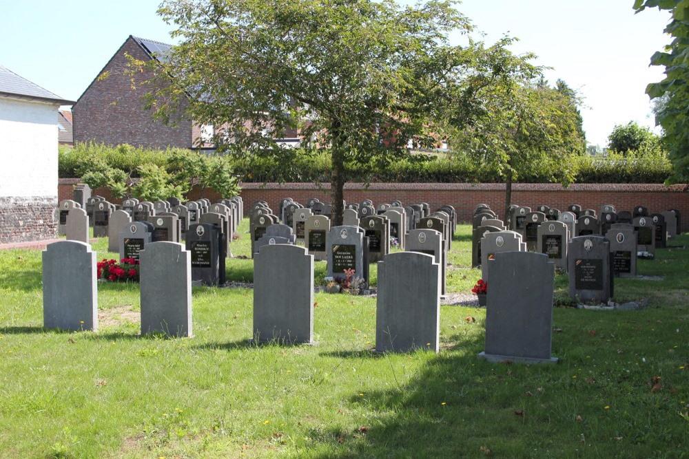 Graven Oudstrijders Kerkhof Zeveneken
