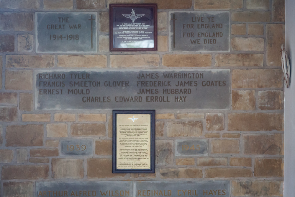 Plaquettes Somerby Memorial Hall
