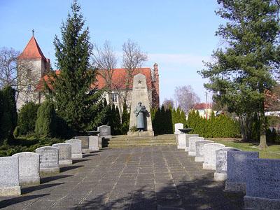Soviet War Cemetery Manschnow