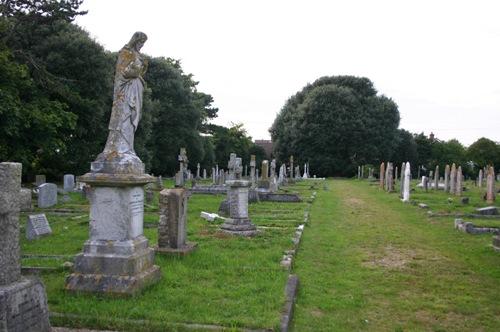 Commonwealth War Graves Holy Trinity Churchyard