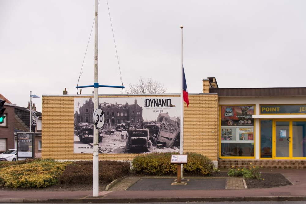 Gedenkplaat Gesneuvelde Gendarmes Bray-Dunes
