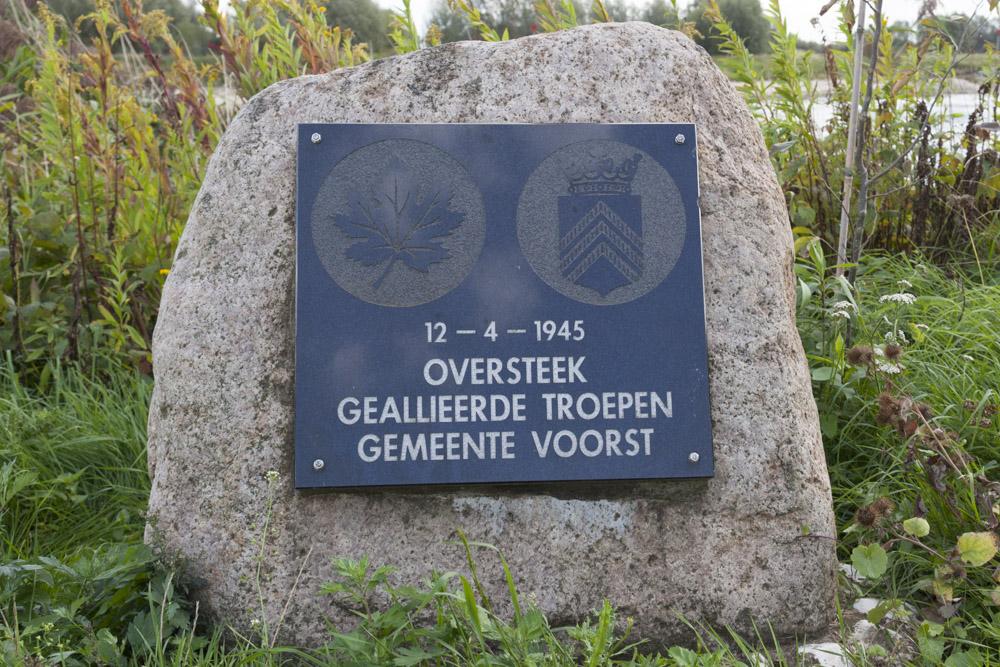 Monument IJssel oversteek