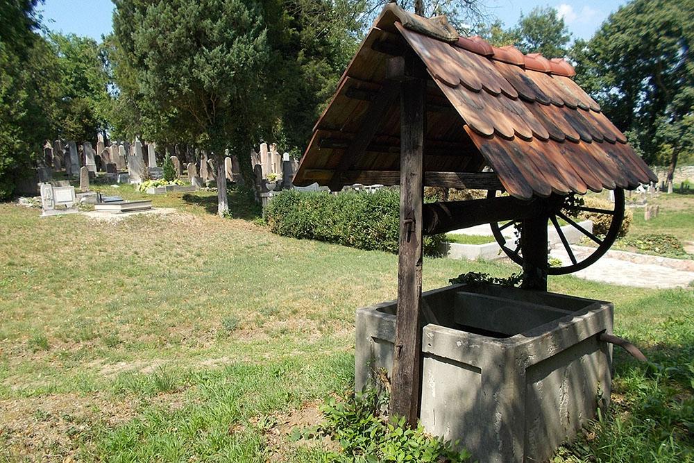 Joodse Begraafplaats Tata