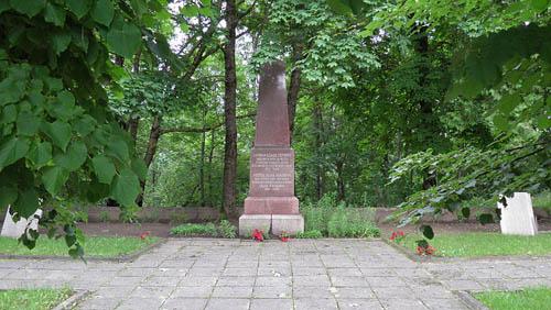 Sovjet Oorlogsbegraafplaats Aknīste
