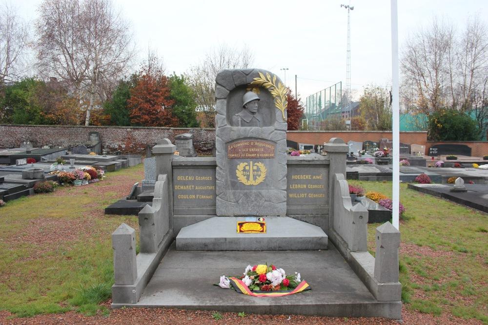 Oorlogsmonument Begraafplaats Arquennes