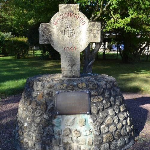 No. 4 Commando stele