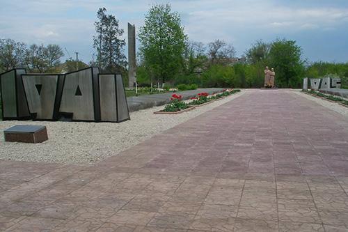 Mass Grave Soviet Soldiers & War Memorial Nove