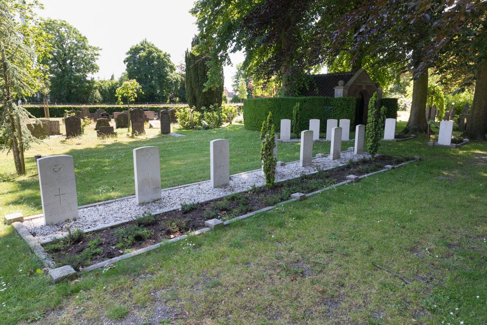 Oorlogsgraven van het Gemenebest Oude Begraafplaats Holten