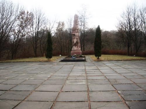 Massagraf Sovjetsoldaten & Bevrijdingsmonument Volodarsk-Volynskyi