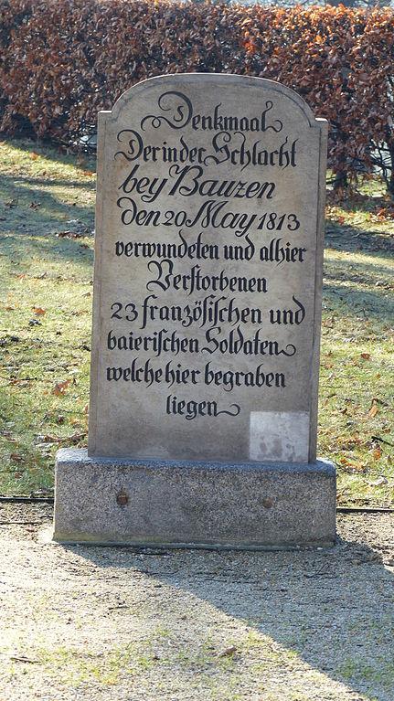 Massagraf Franse en Beierse Soldaten
