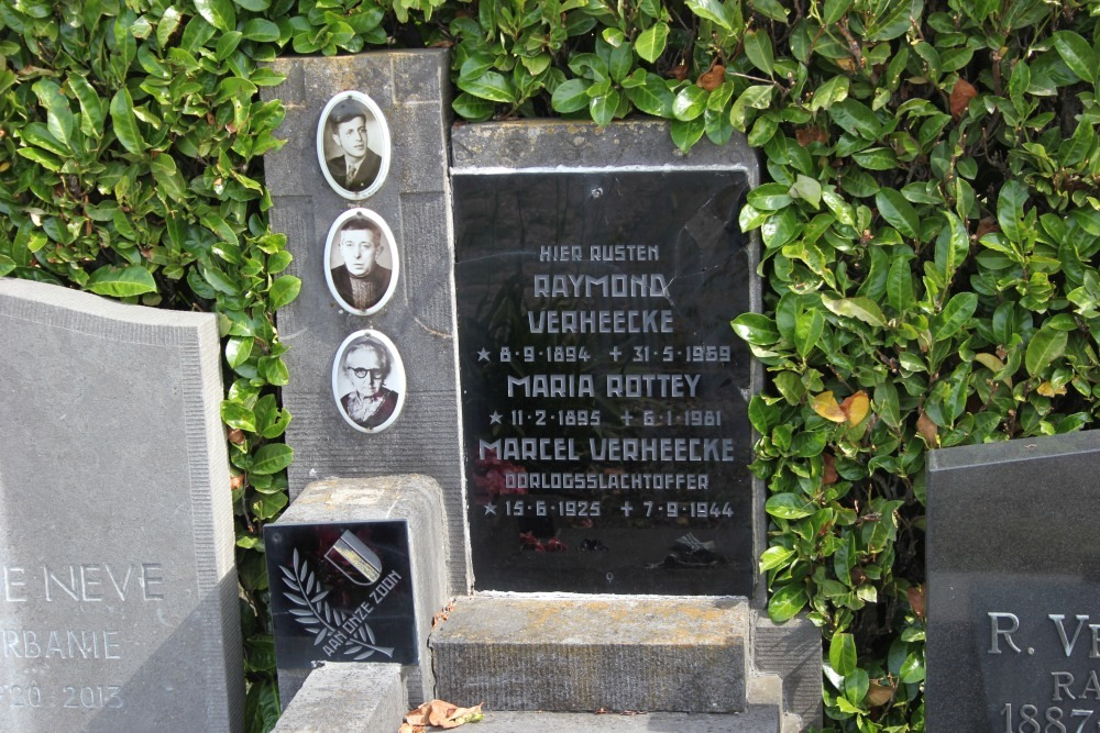 Grave Executed Resistance Fighter Ursel