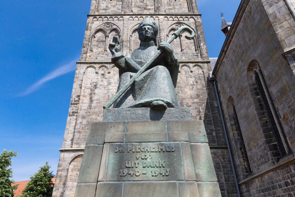 Plechelmus monument